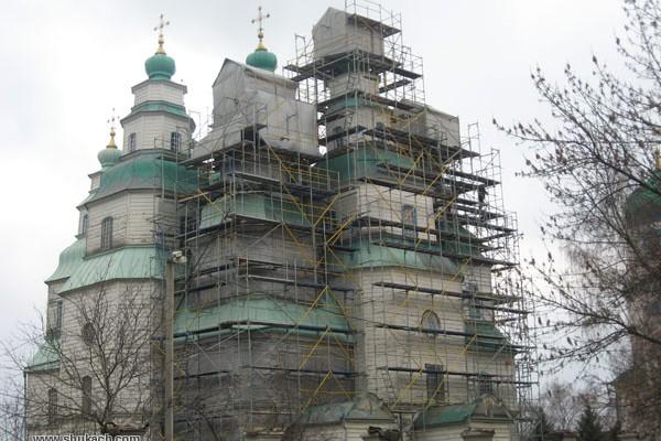 К Пасхе будет завершена реставрация первых трех куполов Свято-Троицкого собора в Новомосковске и открыта присоборная площадь