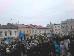 Беркут по звірячому катує взятих в полон мітингувальників з Майдану ( ВІДЕО)