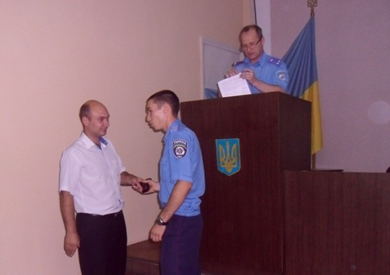 Молодим міліціонерам Новомосковська урочисто вручили табельну зброю