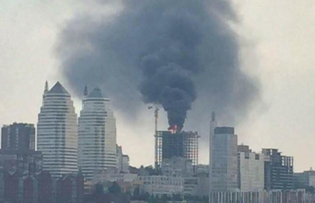Крупный пожар в центре Днепра (ВИДЕО)