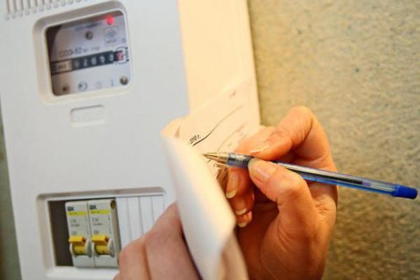 Гройсман по приказу Ахметова в октябре вновь повысит цены на электрику