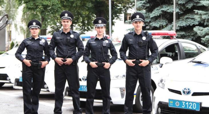 В Житомире двое полицейских в служебном авто устроили ролевые игры (ВИДЕО)