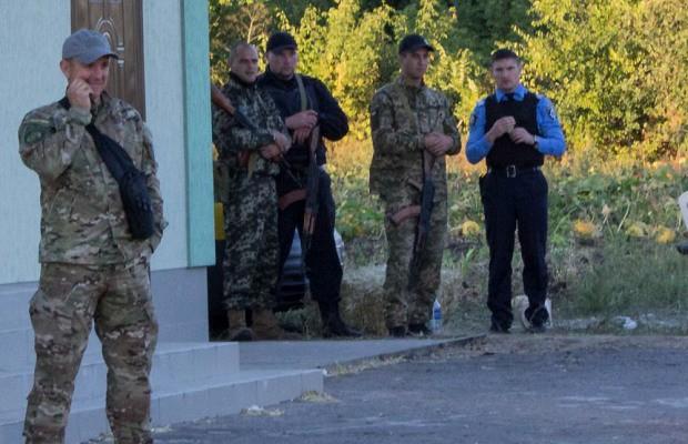 Братки нардепа Нестеренко открыли стрельбу по защитникам фермерского хозяйства «ДАР» (ВИДЕО)
