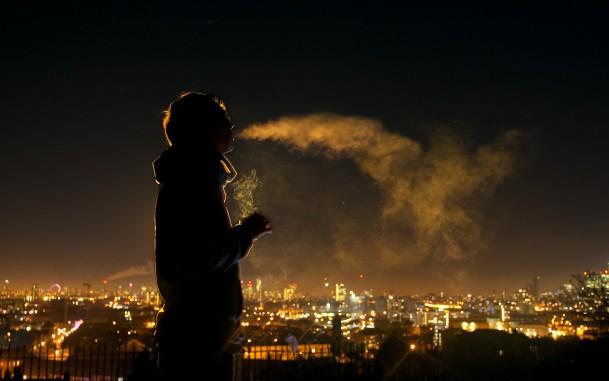 В Днепре школьникам запретили курить ближе чем в 50 метрах от школ
