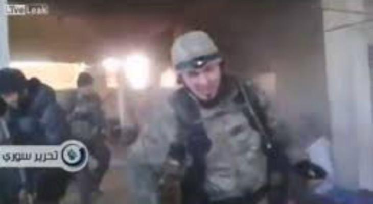 Российские убийцы расстреливают жителей Алепо в Сирии (ВИДЕО) 18+