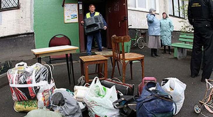 За долги у украинцев начинают отбирать квартиры