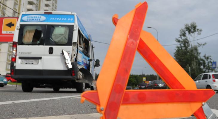 В Новомосковске страшная авария с участием маршрутки (ВИДЕО)