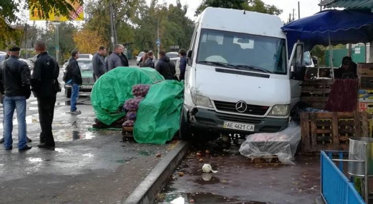 Новомосковский маршрутчик поздравил Бабарыку с праздником (ФОТО)
