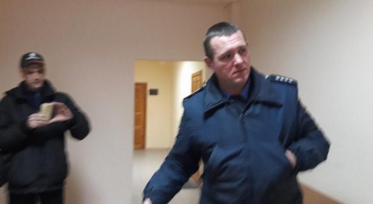 В Новомосковске журналистов не пускают в здание суда (ВИДЕО)