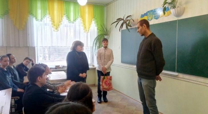 Убийца маленьких детей проводит патриотические уроки в школах Новомосковска
