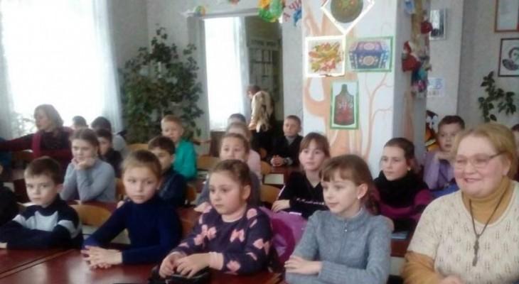 Маленькі новомосковці зустрілися з місцевою поетесою