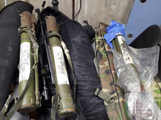У Новомосковську мешканець міста зберігав у гаражі цілий арсенал зброї