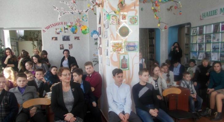 У Новомосковській бібліотеці пройшло веселе заняття клубу для тінейджерів