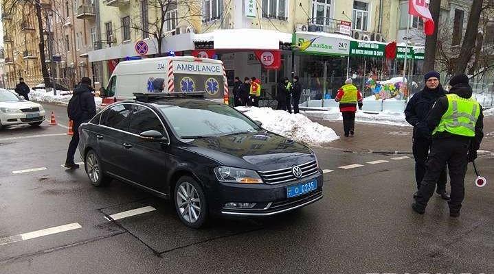Машина поліції, яка супроводжувала кортеж президента, збила людину