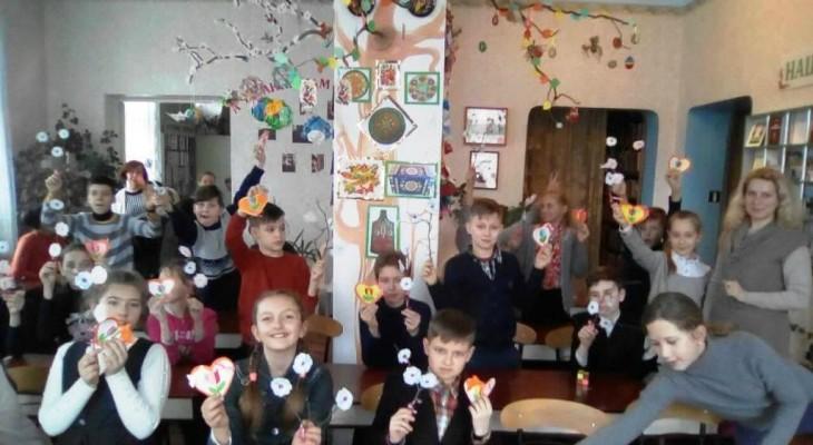 Новомосковська дитяча бібліотека провела майстер-клас до 8 березня