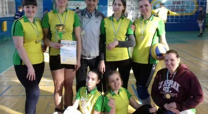 У Новомосковську відбулись фінальні змагання з волейболу серед жіночих команд