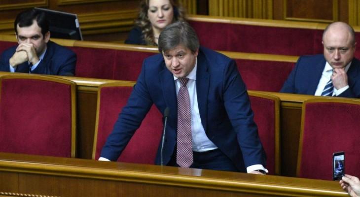 Охоронці ледь не задушили журналістів, які знімали репортаж біля будинку міністра фінансів України Данилюка