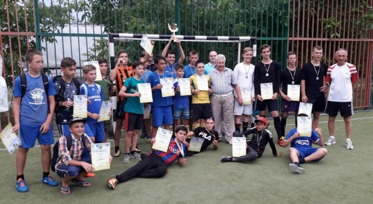 В Новомосковске ко дню Конституции состоялся турнир по мини футболу