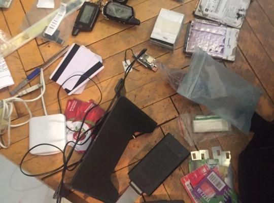 У Києві кіберполіція та ПриватБанк «накрили» на гарячому групу шахраїв