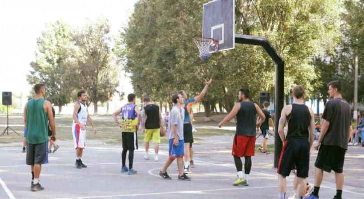 У Новомосковську відбувся відкритий міський турнір зі стрітболу