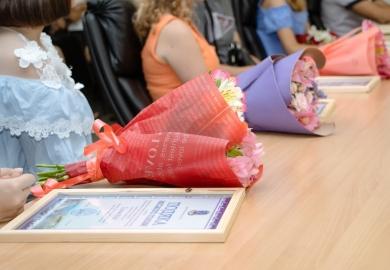 Юна шахматистка з Новомосковщини отримала нагороду від Дніпропетровської міської ради