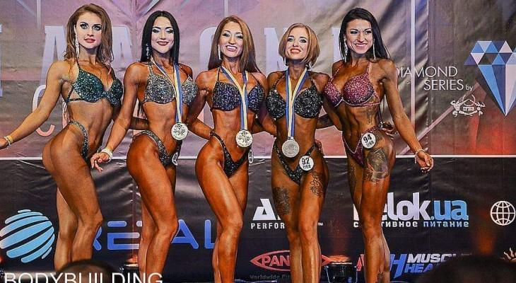 Евгения Филоненко из Новомосковска завоевала золото на чемпионате по бодибилдингу Diamond Cup