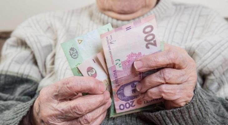Украинцев обяжут самим откладывать на пенсию, но введут две выплаты.