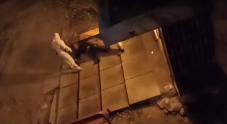 Капитан Нацгвардии Украины Руслан Томашов на пороге дома жестоко избил своего соседа металлической палкой и расстрелял из пистолета.