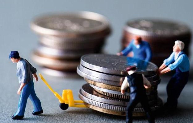 Як може таке бути в країні, де більшість людей перебувають за межею бідності, а керівники міністерств і державних підприємств отримують заробітну плату від ста тисяч до декількох мільйонів гривень.