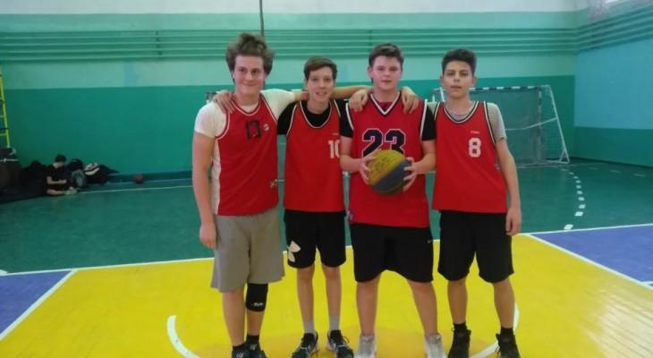 В спортивному житті баскетбол знаходиться на стадії бурхливого творчого підйому та є одним із засобів фізичного розвитку та виховання молоді.