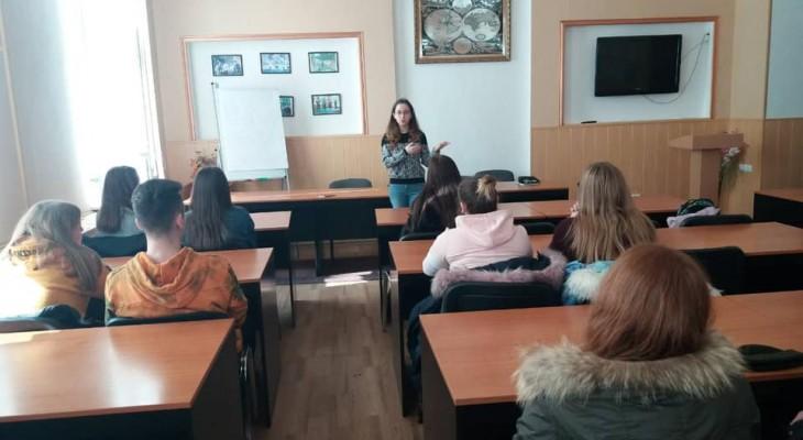 У Новомосковському кооперативному коледжу економіки та права ім.С.В.Литвиненка відбулася перша робоча зустріч з менеджером фірми «Олді Тревел»