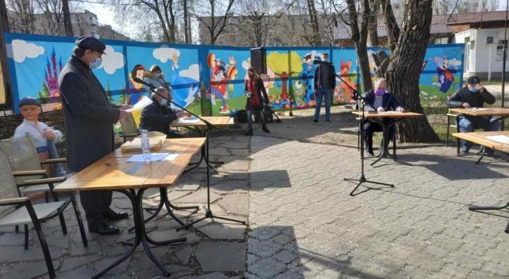 В Новомосковске прошла сессия под открытым небом. Естественно, не обошлось без скандалов (ВИДЕО)