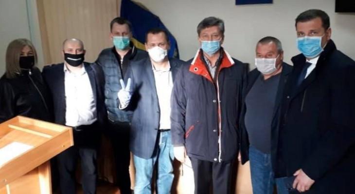 Вчера, так называемые «правоохранители», бросили за решётку мэра города Покров Александра Шаповала и его подчинённых.