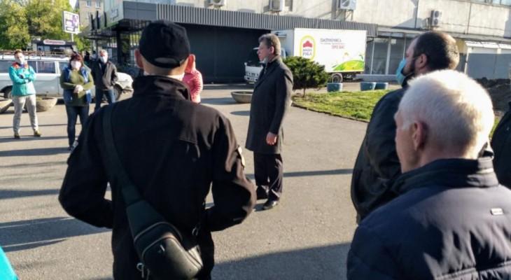 Новомосковські працівники ринку мітингували під стінами мерії