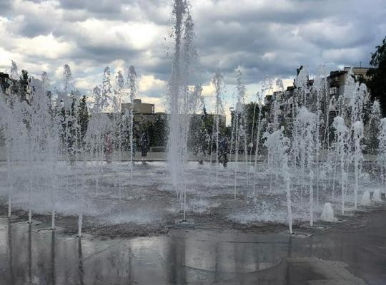 В Новомосковске на пл.Героев появился несанкционированный фонтан им. В.Нестеренко