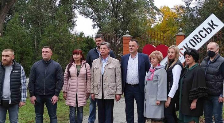 ИНТЕРПАЙП НМТЗ признался Новомосковску в любви и подарил красочную стелу