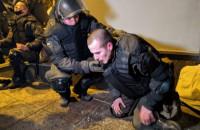 После небольшого перерыва столкновения возле Офиса Президента Зеленского продолжились