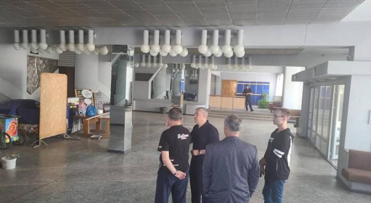 Міський голова Новомосковська Сергій Рєзнік проінспектував хід ремонтних робіт у Палаці культури «Металург».